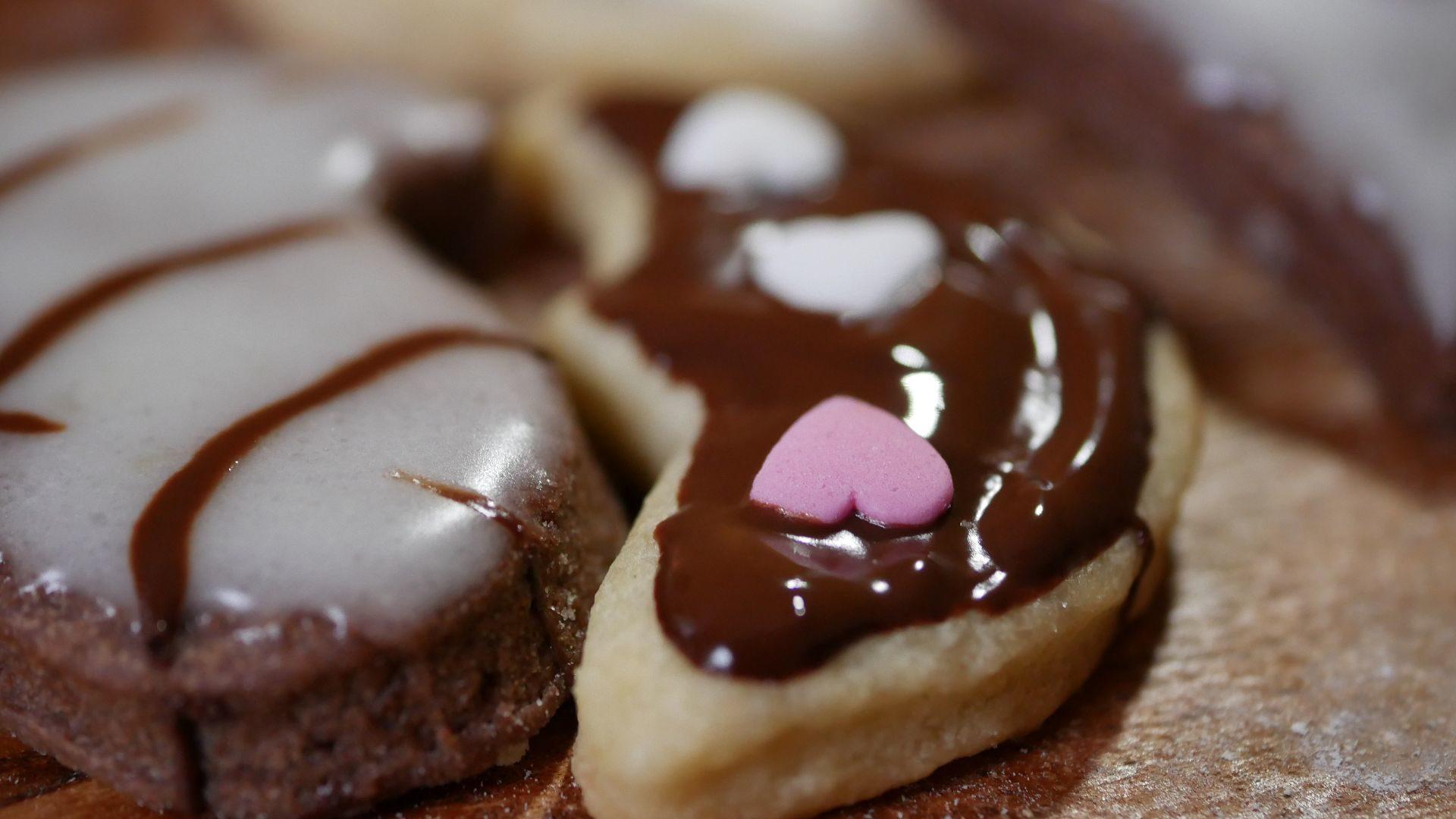 vegane Plätzchen aus Mürbeteig ohne Ei mit Zuckerguss und Schokolade